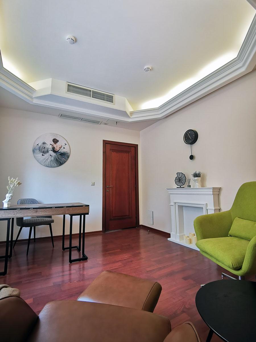 Светлый кабинет психолога в аренду