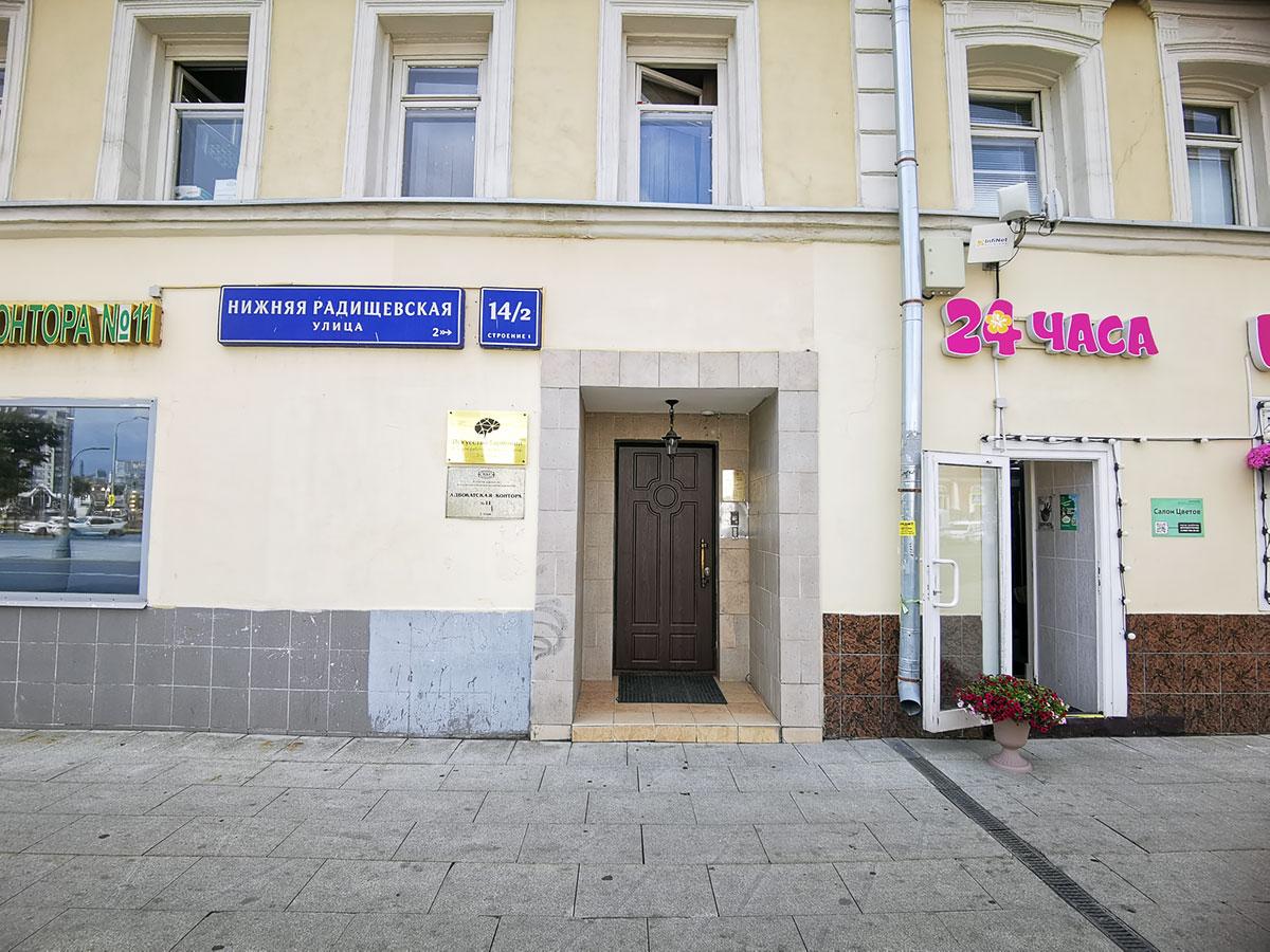 Фото двери общий план с «Цветами 24»