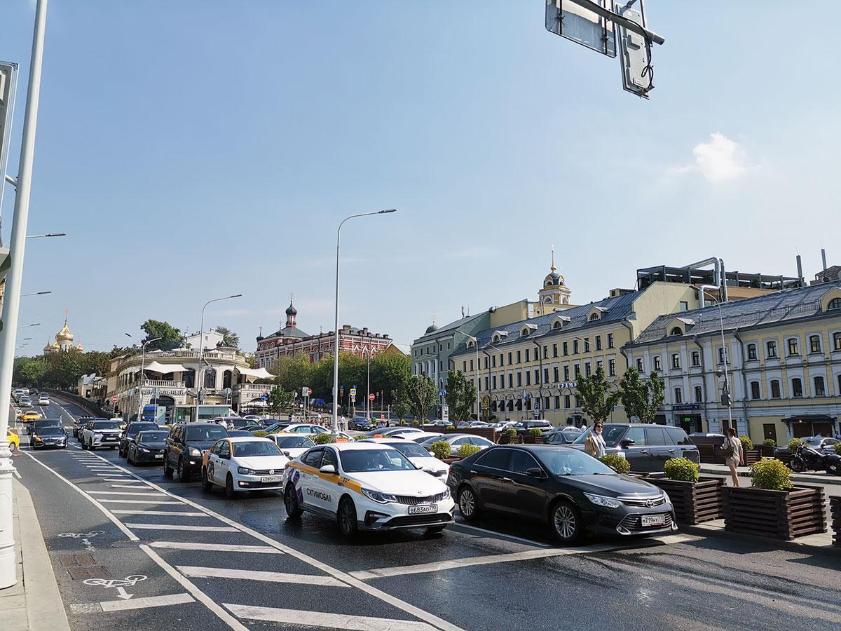 Центральный рынок и Казанская церковь - вид от метро Трубная